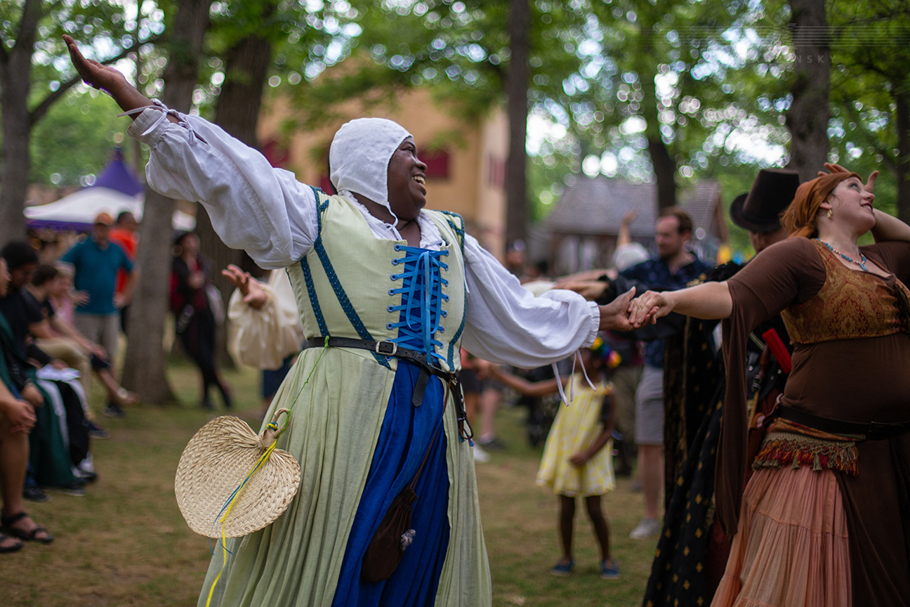 Entertainment: Country Dancing with St Lawrence